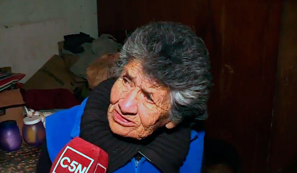 Tiene 88 años y no come para poder pagar la luz: el drama de una abuela de Berazategui