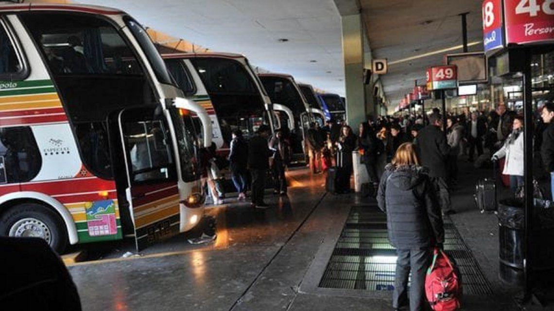 Para fomentar el turismo interno anuncian descuentos del 30% en pasajes de micros
