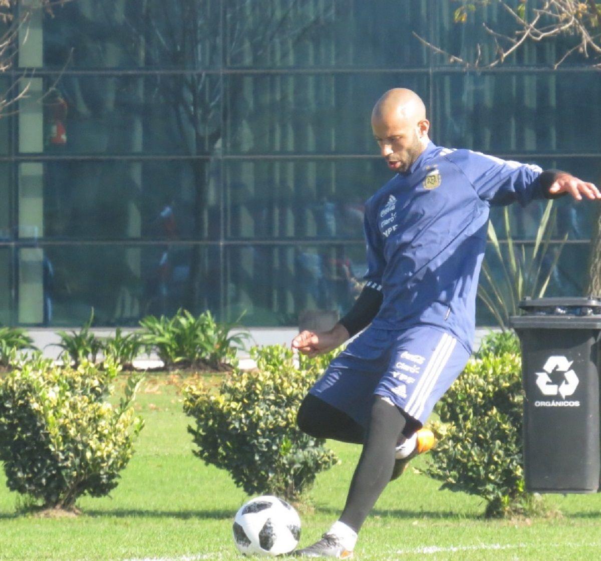 Mascherano en el entrenamiento de la Selección - Crédito:@Argentina