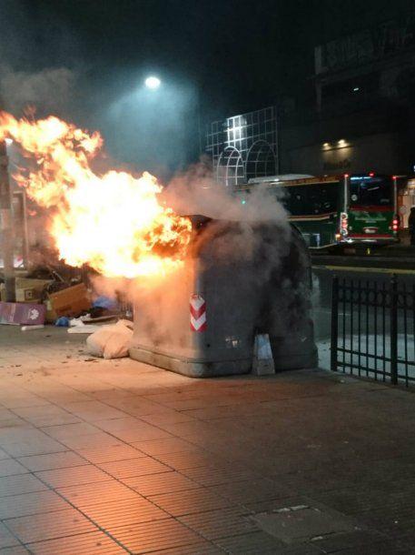 Se incendió un tacho de basura en Cabildo y Juramento