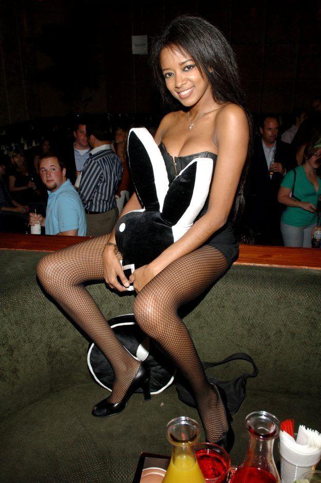 Una ex modelo de Playboy se tiró desde un piso 25 con su hijo de siete años