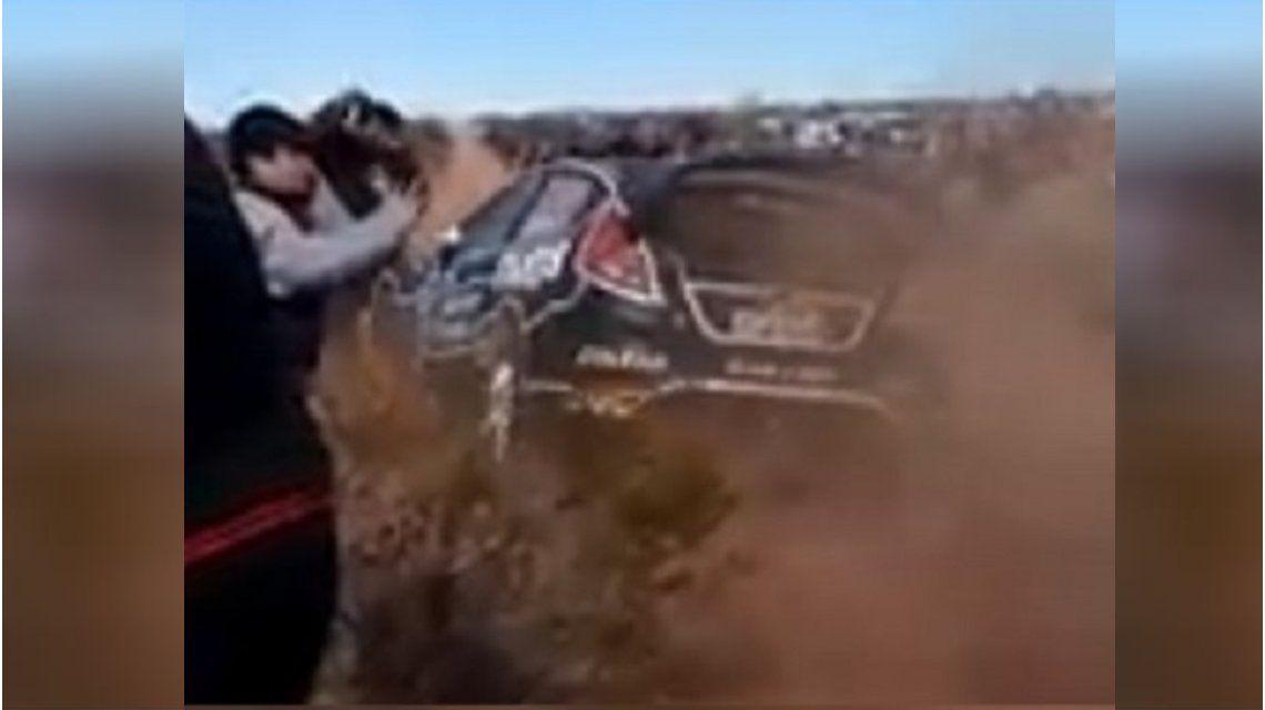 Neuquén: sacaba una foto en el Rally y fue atropellado por un auto que corría