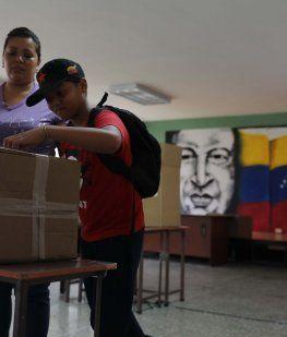 Entre la falta de confianza y sin datos oficiales, cerraron los comicios en Venezuela