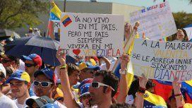 Cientos de venezolanos protestaron en el exterior contra las elecciones de Maduro