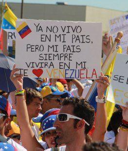 Miles de venezolanos protestaron en el exterior contra las elecciones de Maduro