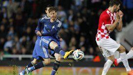 En 2014 hizo un gol con la Selección frente a Croacia.