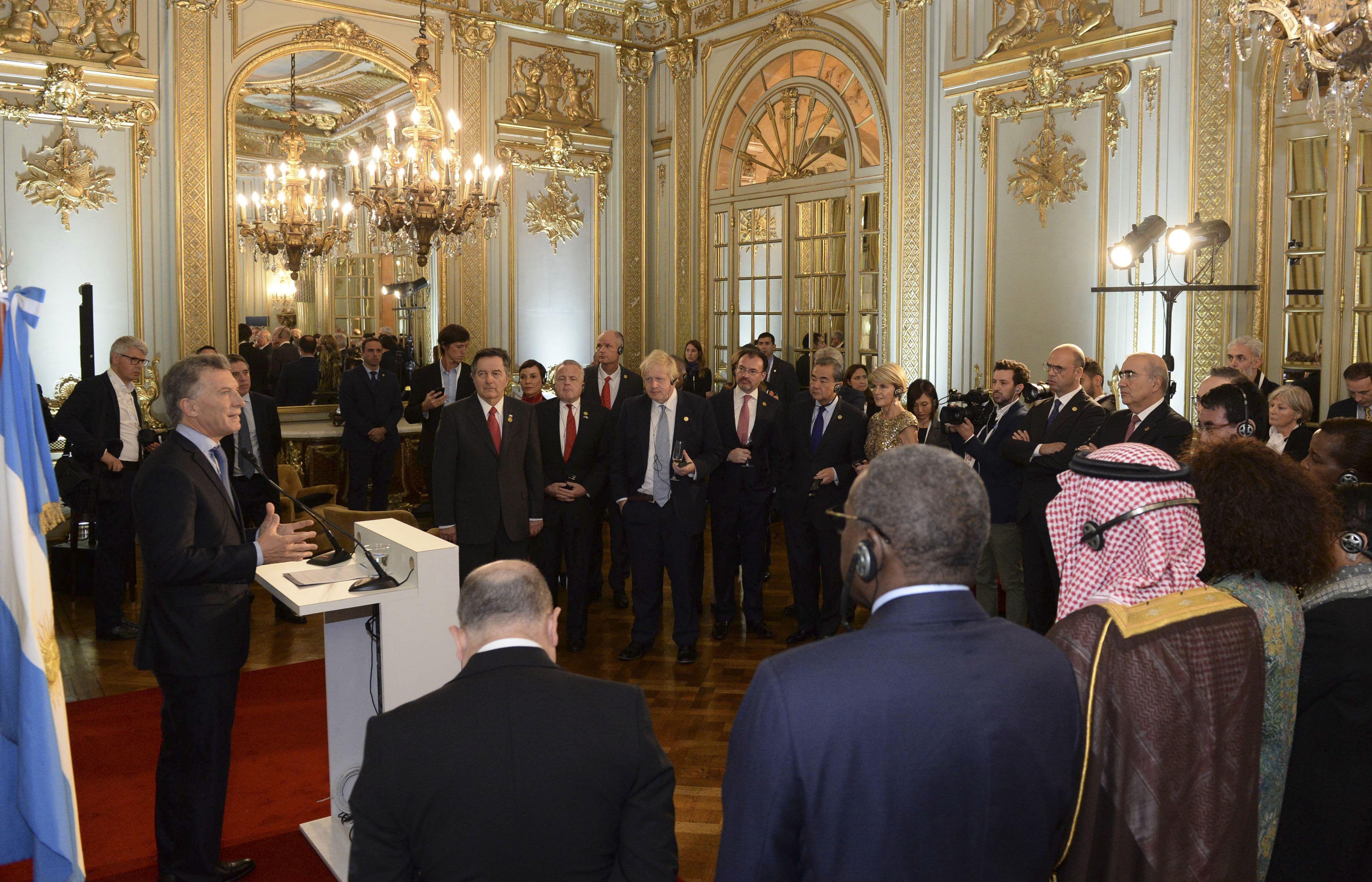 Mauricio Macri con los cancilleres del G20