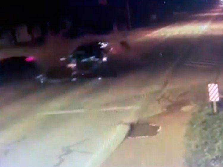 Un auto giró en U y fue embestido de frente: hay un joven en grave estado