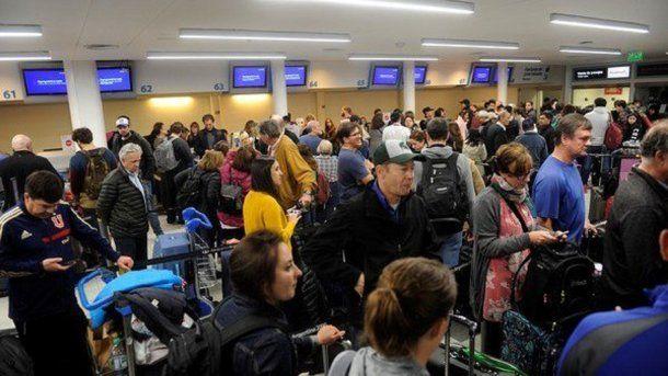 15 vuelos de cabotaje y dos internacionales debieron ser reprogramados.