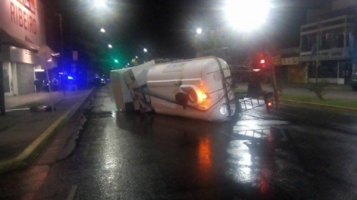 A pocos metros de Larrazábal quedó el camión