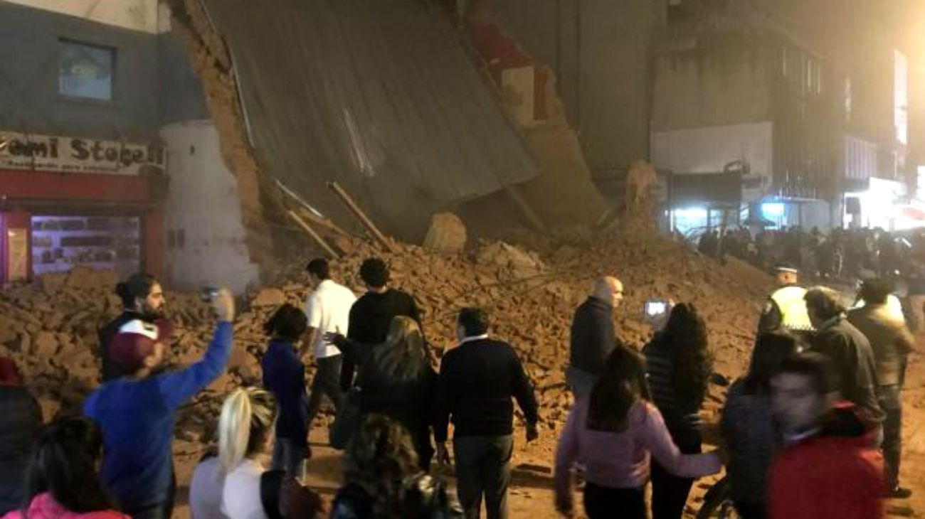 El ex teatro Parravicini se derrumbó este miércoles