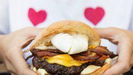 Panza llena, corazón contento: ¿cuáles son las hamburgueserías con más enamoramientos?