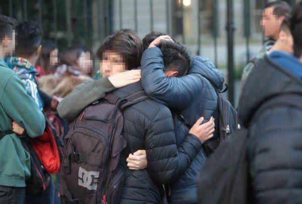 Amigos de Lara, la estudiante del Colegio Nacional de La Plata que el año pasado se disparó en la cabeza.