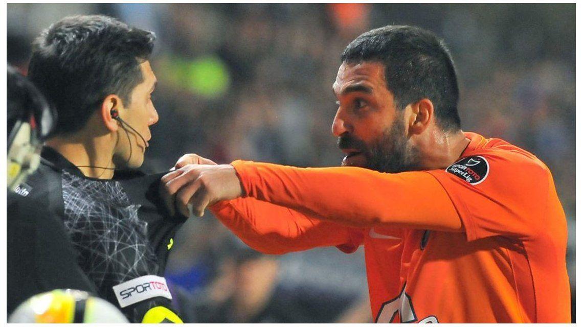 Por agredir al árbitro deberá pagar una fuerte multa - Crédito: skor.sozcu.com.tr