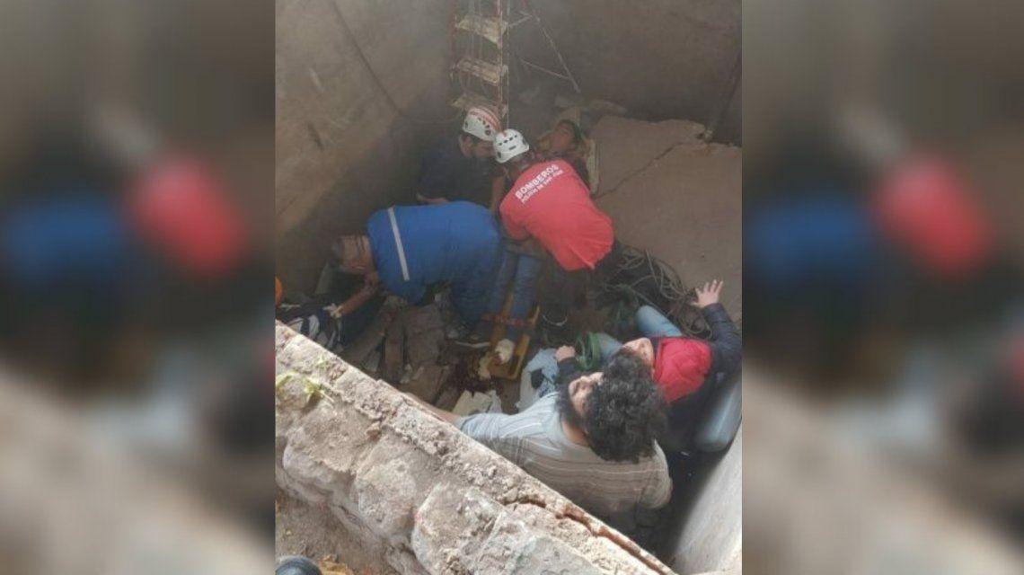 San Juan: se juntaron a rezar y los tragó un pozo de 3 metros