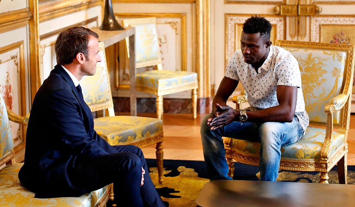El joven de Mali que rescató a un nene que colgaba de un balcón será bombero