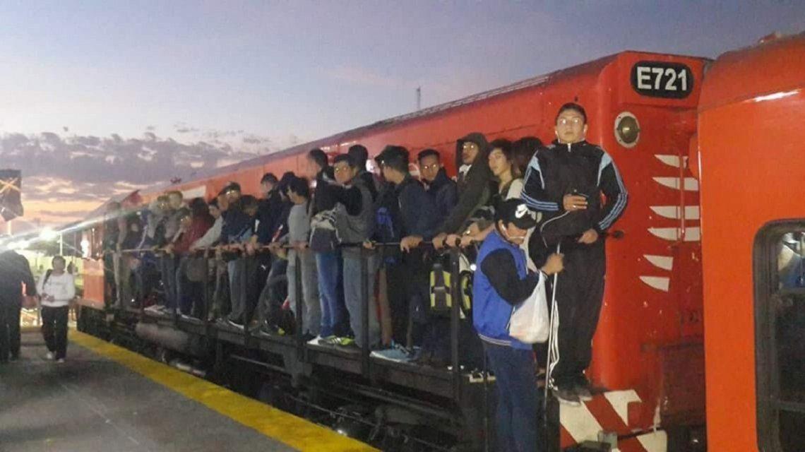 Estrenaron andenes provisorios del Belgrano Norte, colapsaron y suspendieron el servicio