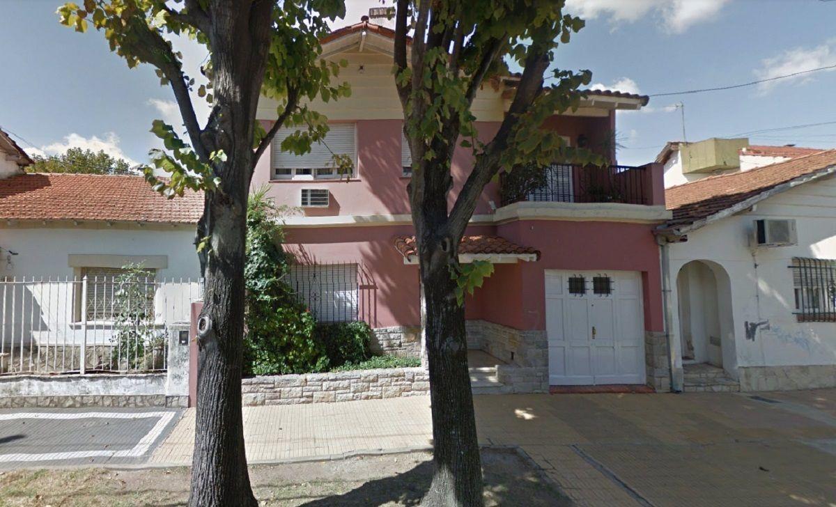 La mujer se vio obligada a saltar desde el primer piso de su casa para escapar de los ladrones