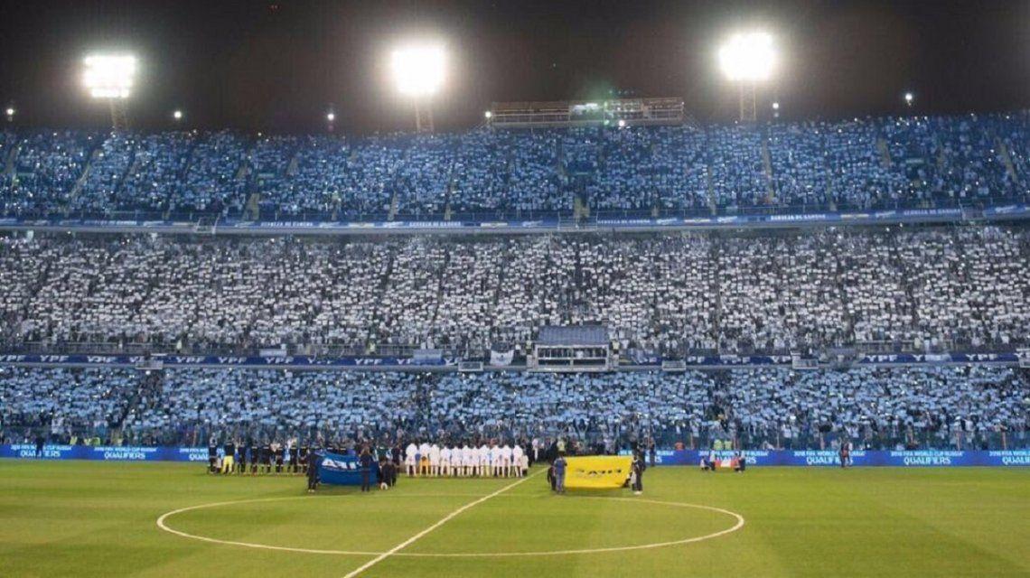 La espectacular bandera argentina en la tribuna de La Bombonera