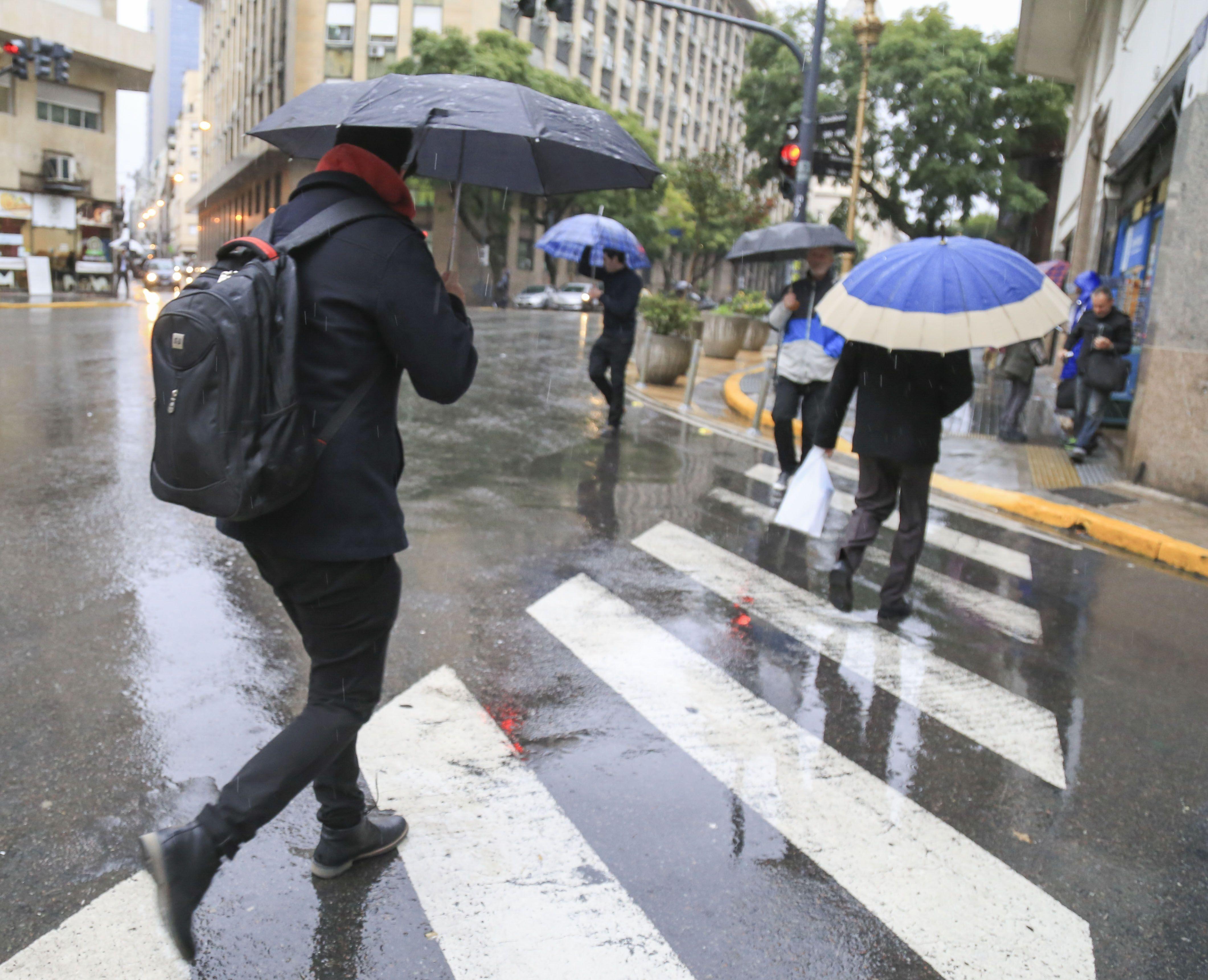 Alerta por lluvias, tormentas fuertes y granizo en la Ciudad y tres provincias