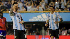 Messi celebra ante la mirada de Di María