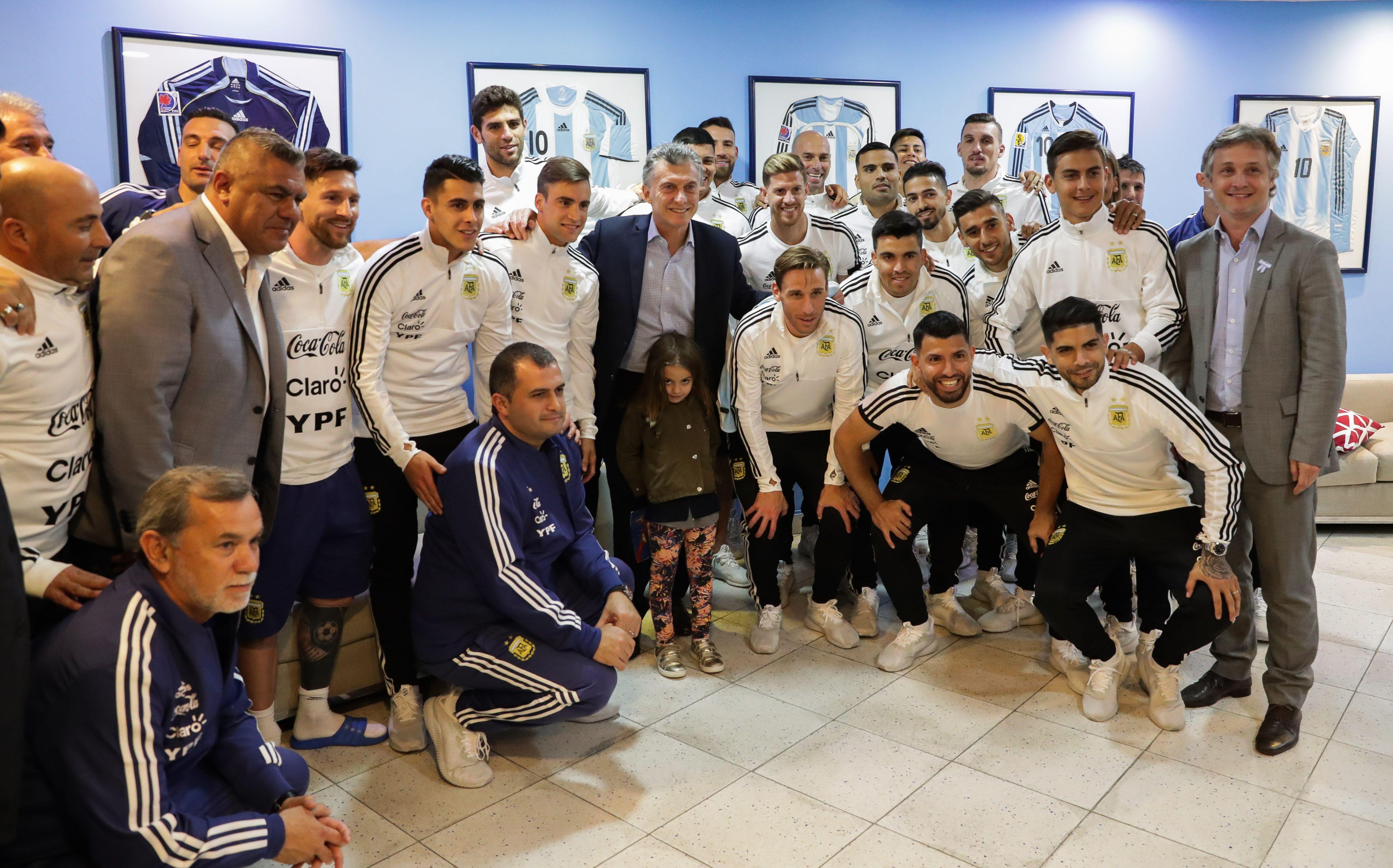 Macri saludó a los jugadores de la Selección en el predio de Ezeiza
