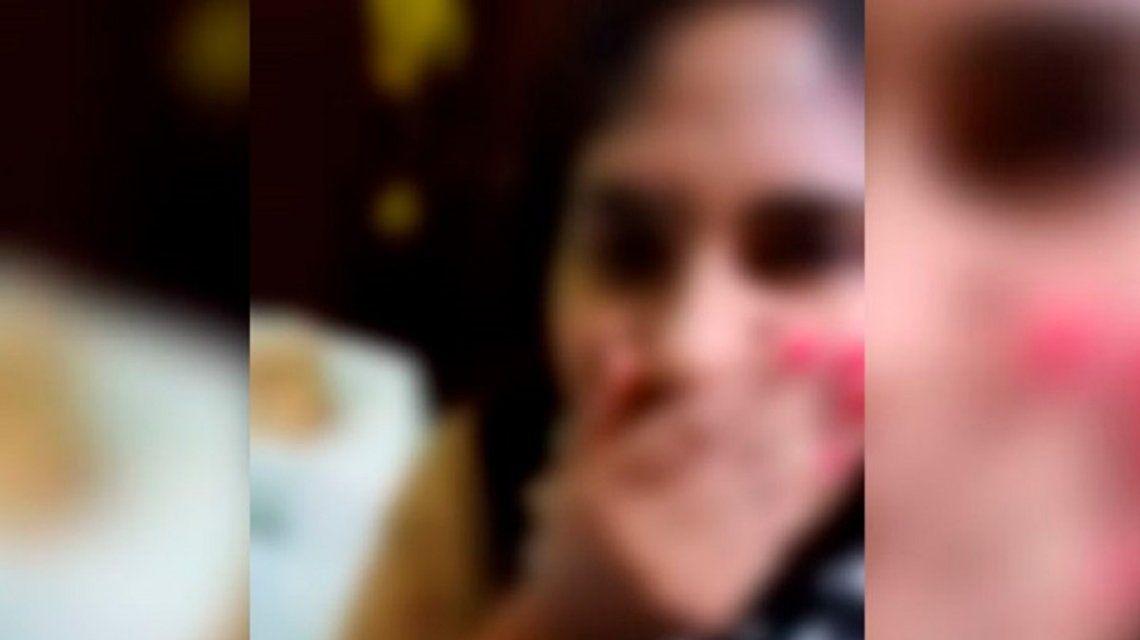 VIDEO: La burla de una joven a un cadáver en una funeraria