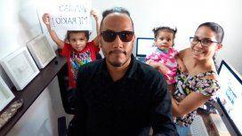 La lucha de Francisco: vino de Venezuela sin su familia y necesita fotografiar 12 bodas para traerlos
