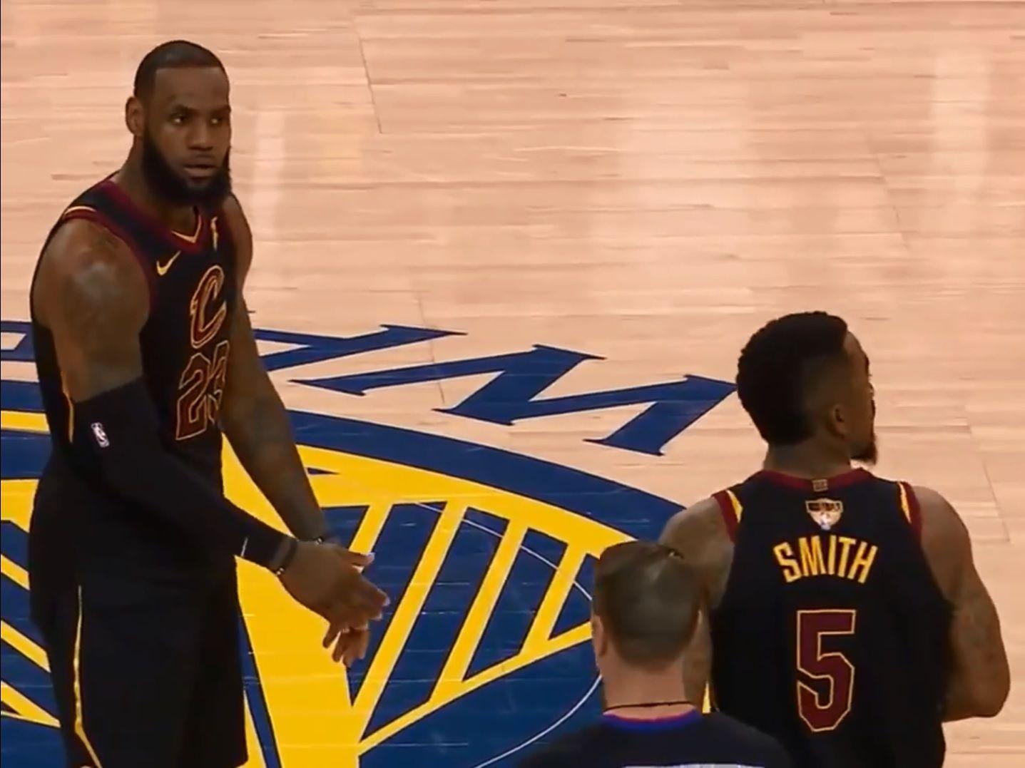 VIDEO: El increíble error de Jr. Smith y la reacción de Lebron en la final de la NBA