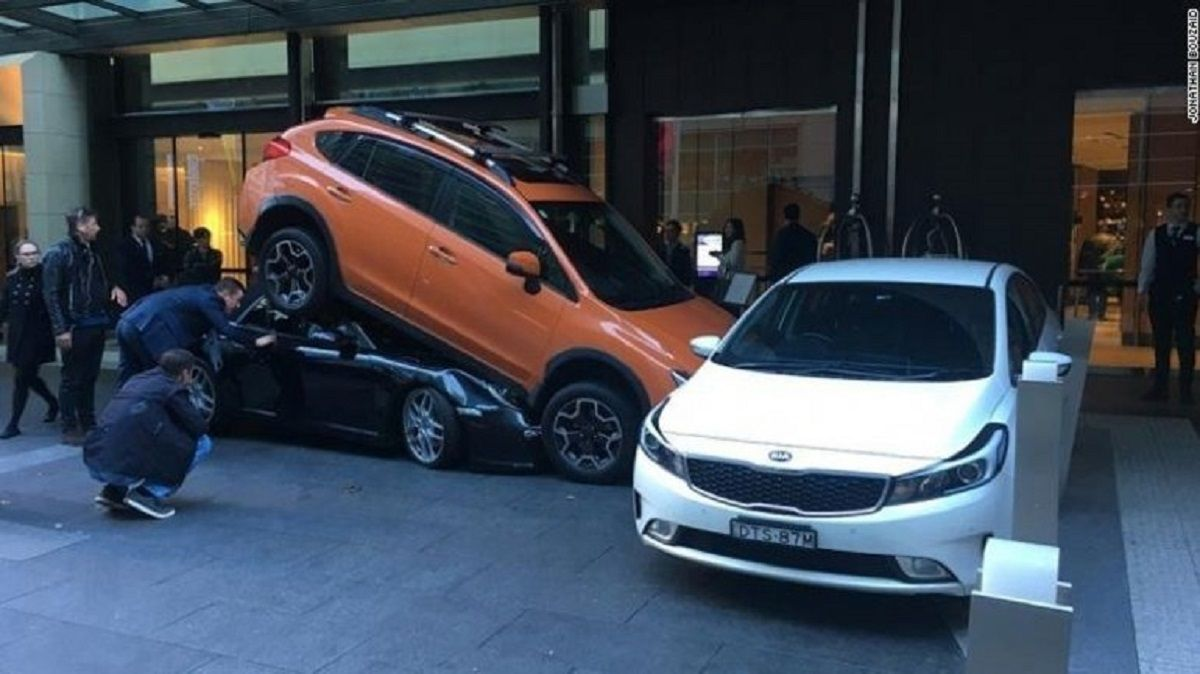 El valet parking le chocó el auto