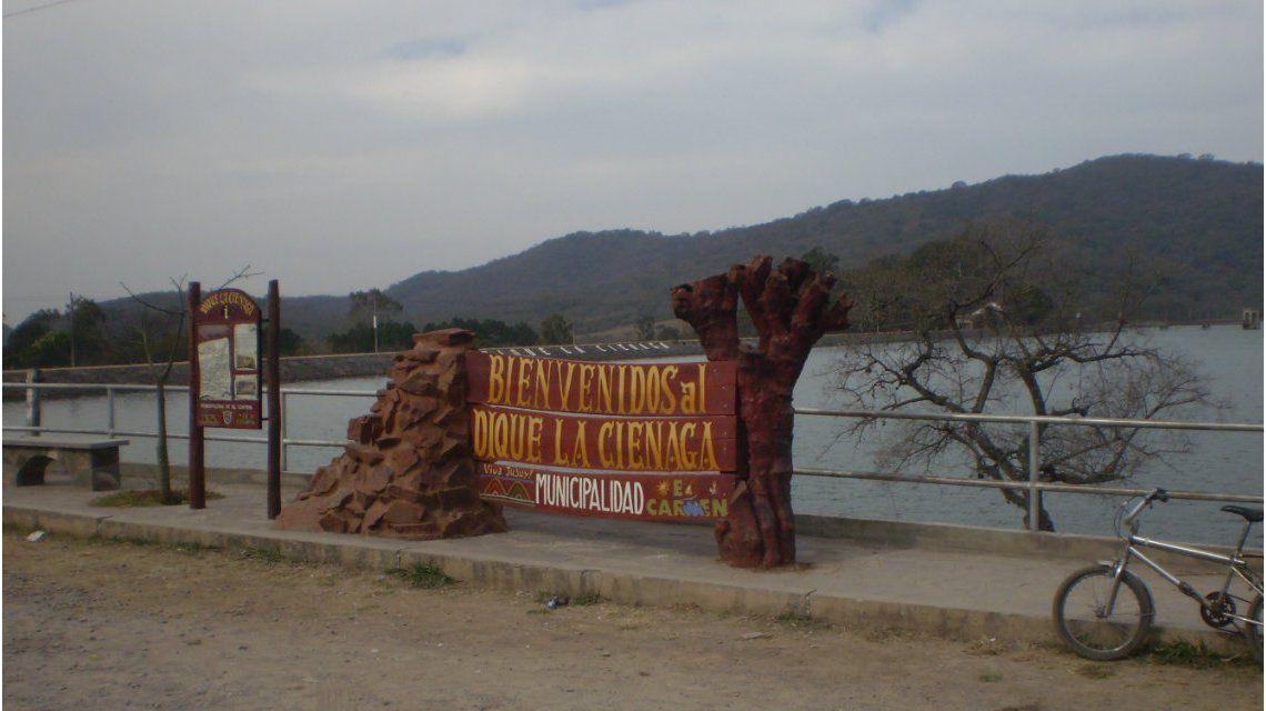 El cuerpo fue hallado en el canal que une los diques La Ciénaga y Las Maderas