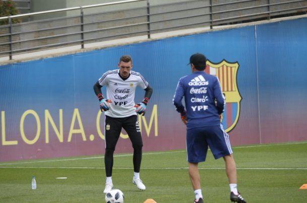 Armani entrenando con la Selección - Crédito: @Argentina