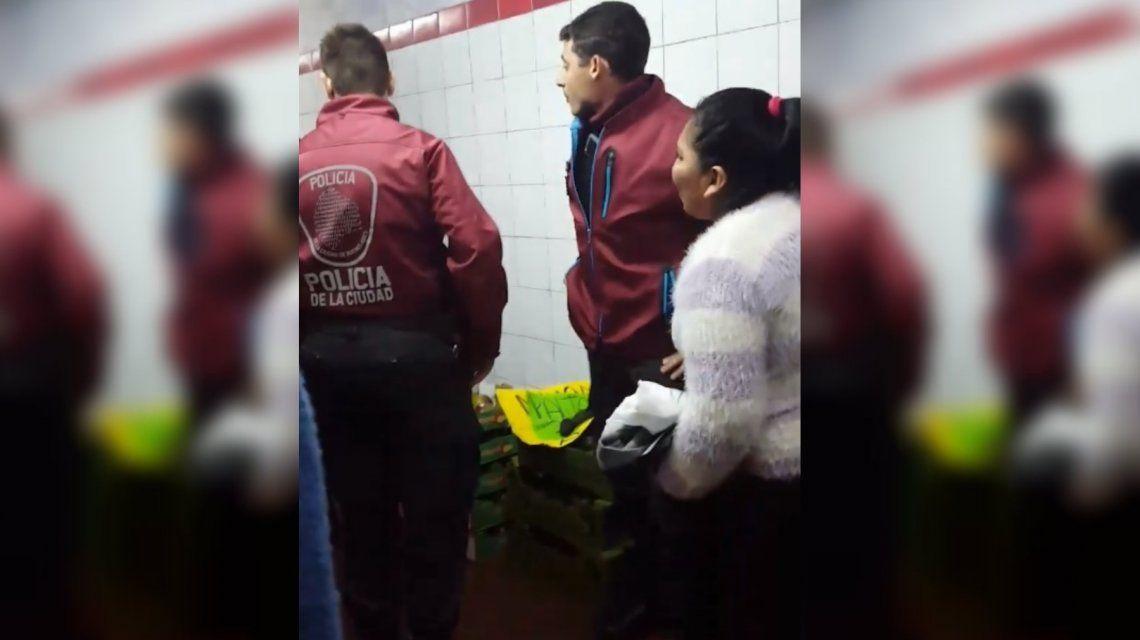 VIDEO: Vendía palta en el subte y la Policía se la incautó