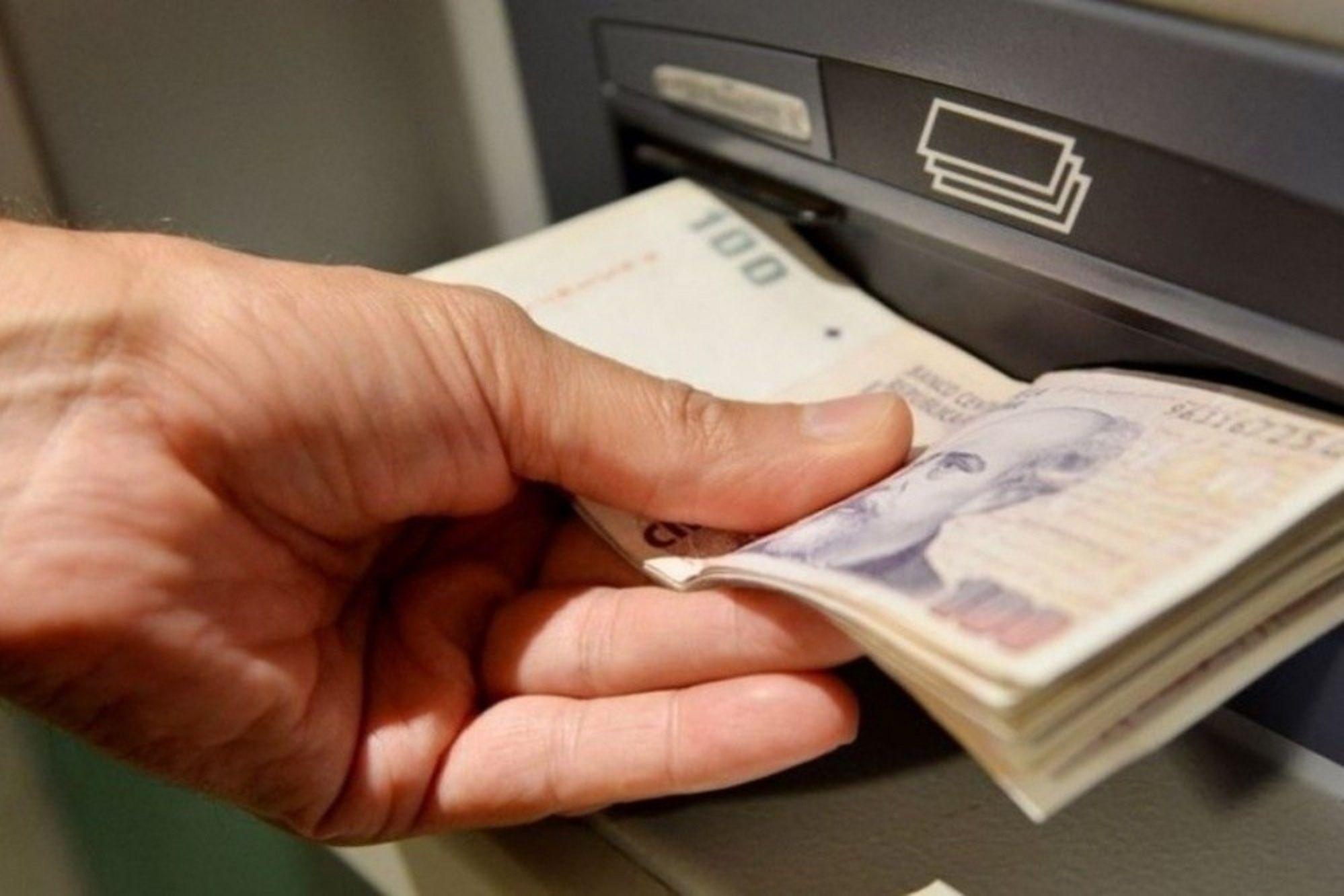 El estafado le hizo pedir un préstamo de $200.000 y se los robó.