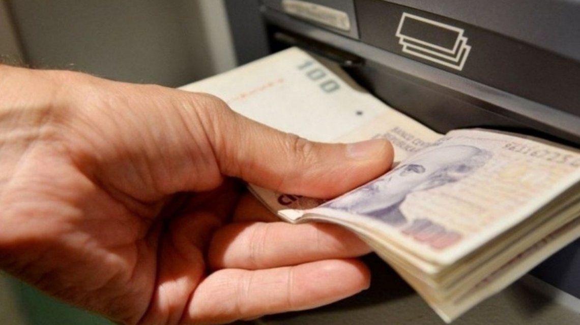 Según un estudio, más de la mitad de los argentinos le debe plata a alguien