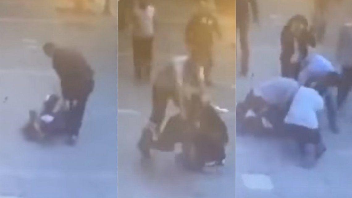 VIDEO: Le pegaba a su ex cuando llegó otro hombre y lo derribó de un golpe