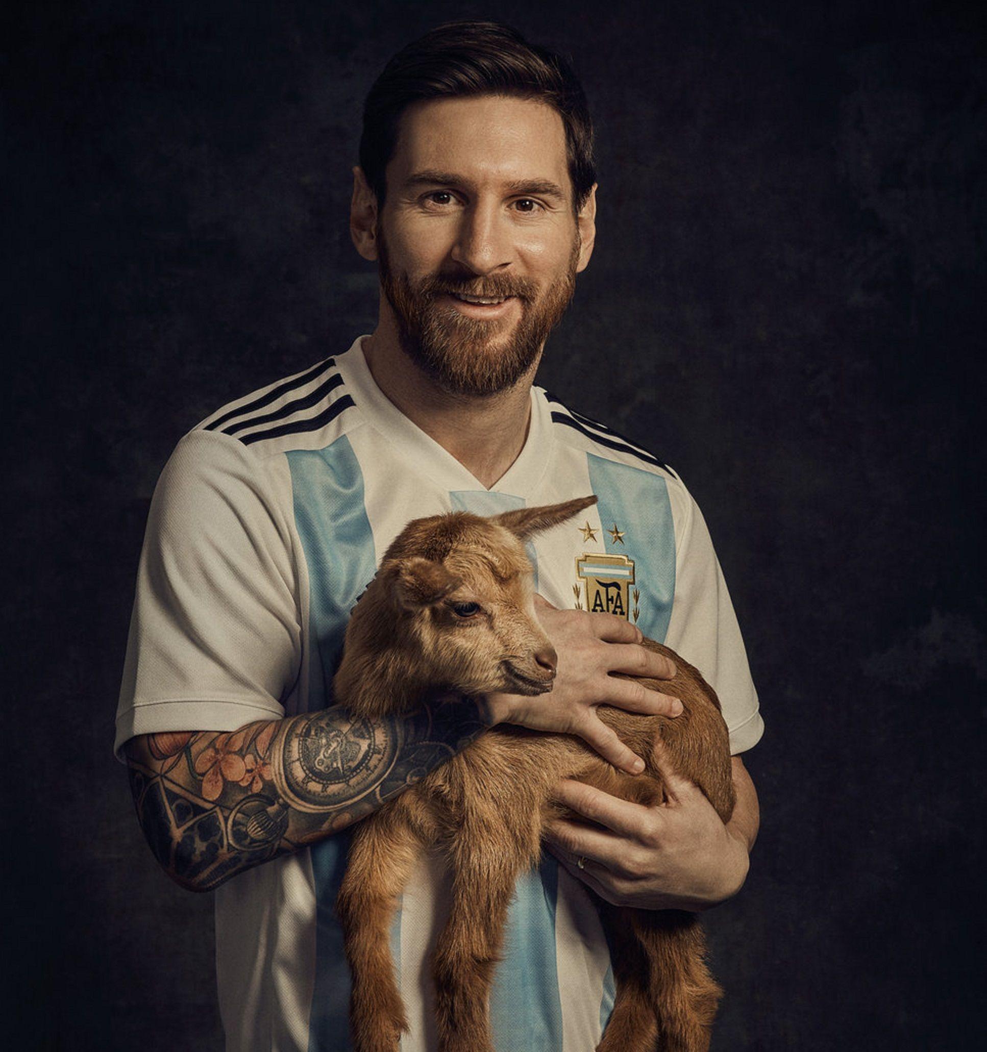Distinto en todo: mirá la actitud de Messi con sus fanáticos y la de sus compañeros de equipo