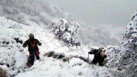 Hipotermia y fuego improvisado: ¿cómo sobrevivieron los rescatistas del helicóptero presidencial?