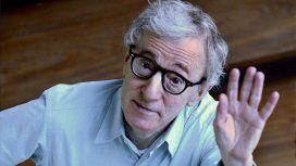 {alttext(Woody Allen,A pesar de las denuncias de abuso en su contra, Woody Allen dice que él debería ser
