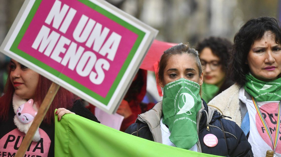 Masiva marcha de Ni una menos al Congreso con el reclamo por la legalización del aborto