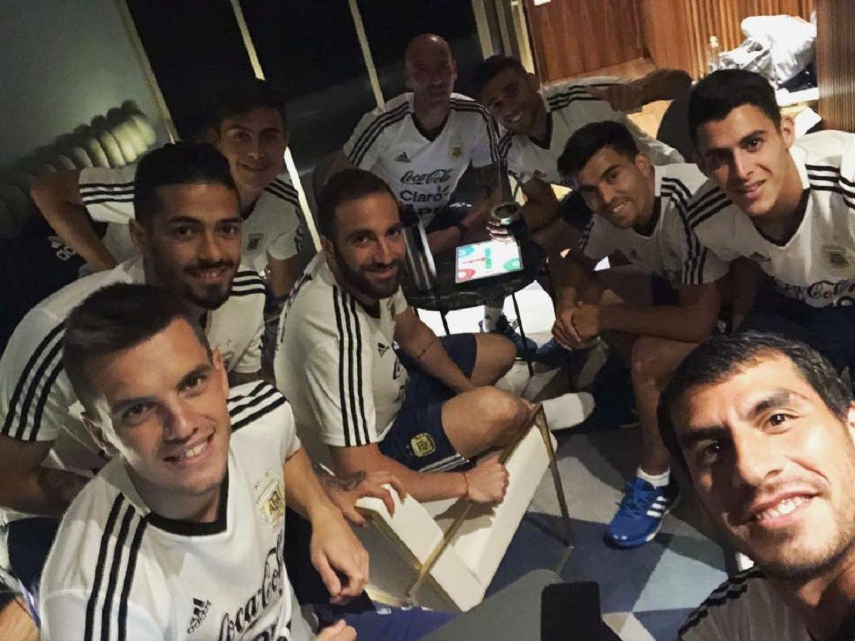 En el Instagram de Wilfredo Caballero se vio a media Selección jugando Parchís