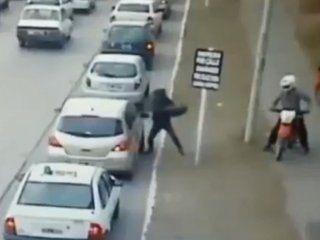 violento ataque motochorro en bahia blanca: se fueron sin nada
