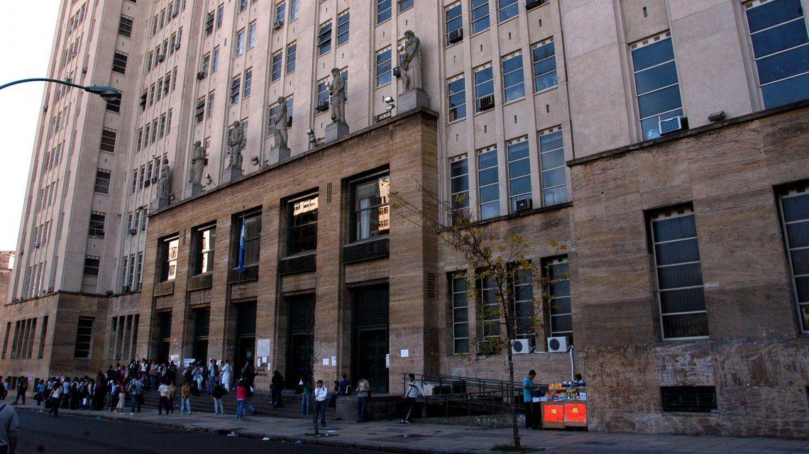 Facultad De Medicina  UBA Image: Sólo 30 De Cada 100 Alumnos Completan Sus Estudios En La