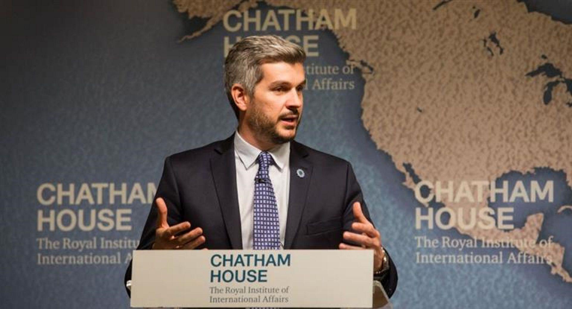 Peña: El plan que acordemos con el FMI será completa responsabilidad del gobierno argentino