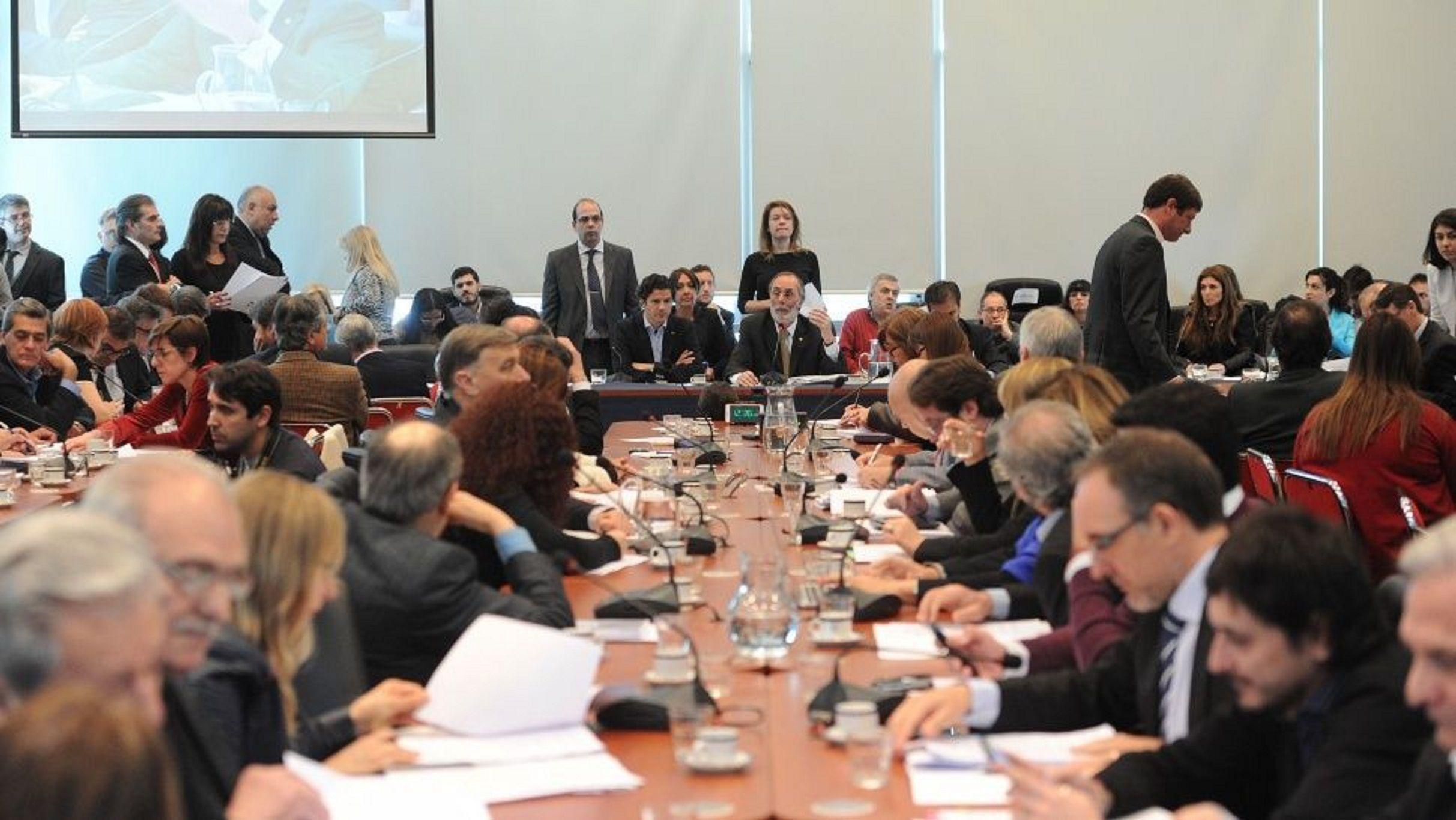 Todo listo para el gran debate del año: Diputados emitió dictamen a la ley por el aborto legal