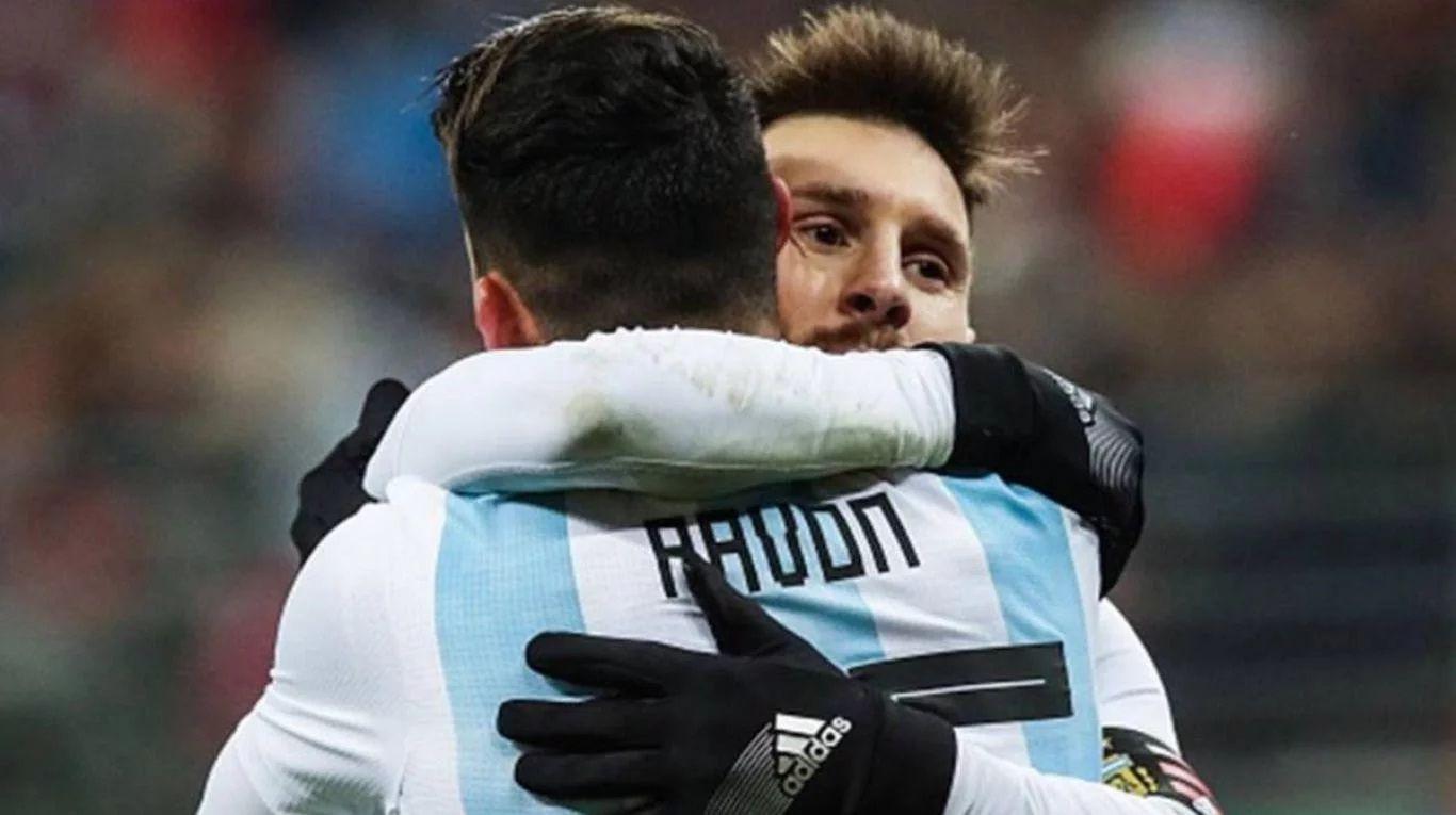 Lionel Messi y Cristian Pavón pueden ser compañeros en Barcelona