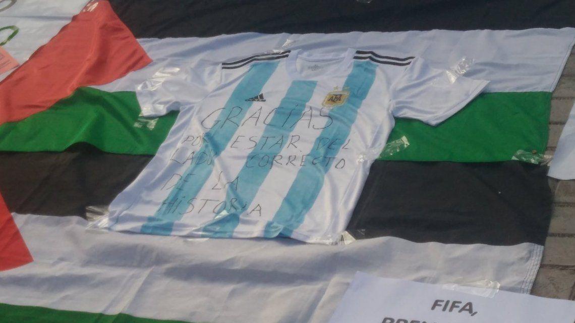 Grupo de palestinos agradece a la Selección: Como dice Maradona, la pelota no se mancha