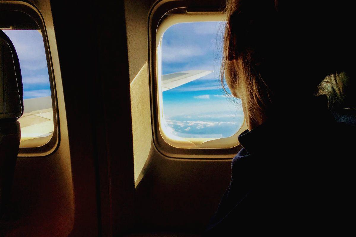 Laura busca a su compañero de viaje