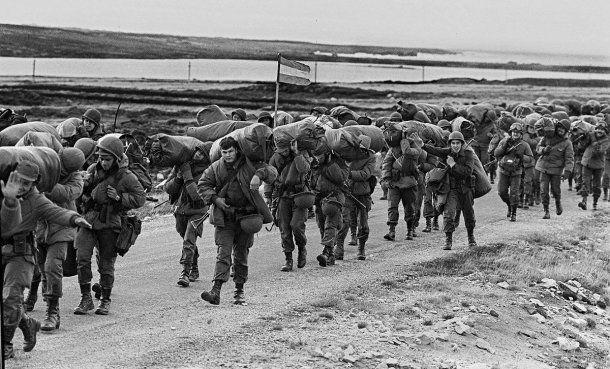 El 2 de abril de 1982 tropas argentinas desembarcaron en las Malvinas<br>