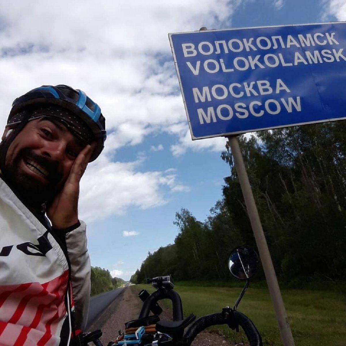 Lucas Ledesma llegó en bici a Rusia - Crédito: FacebookTodo a pedal